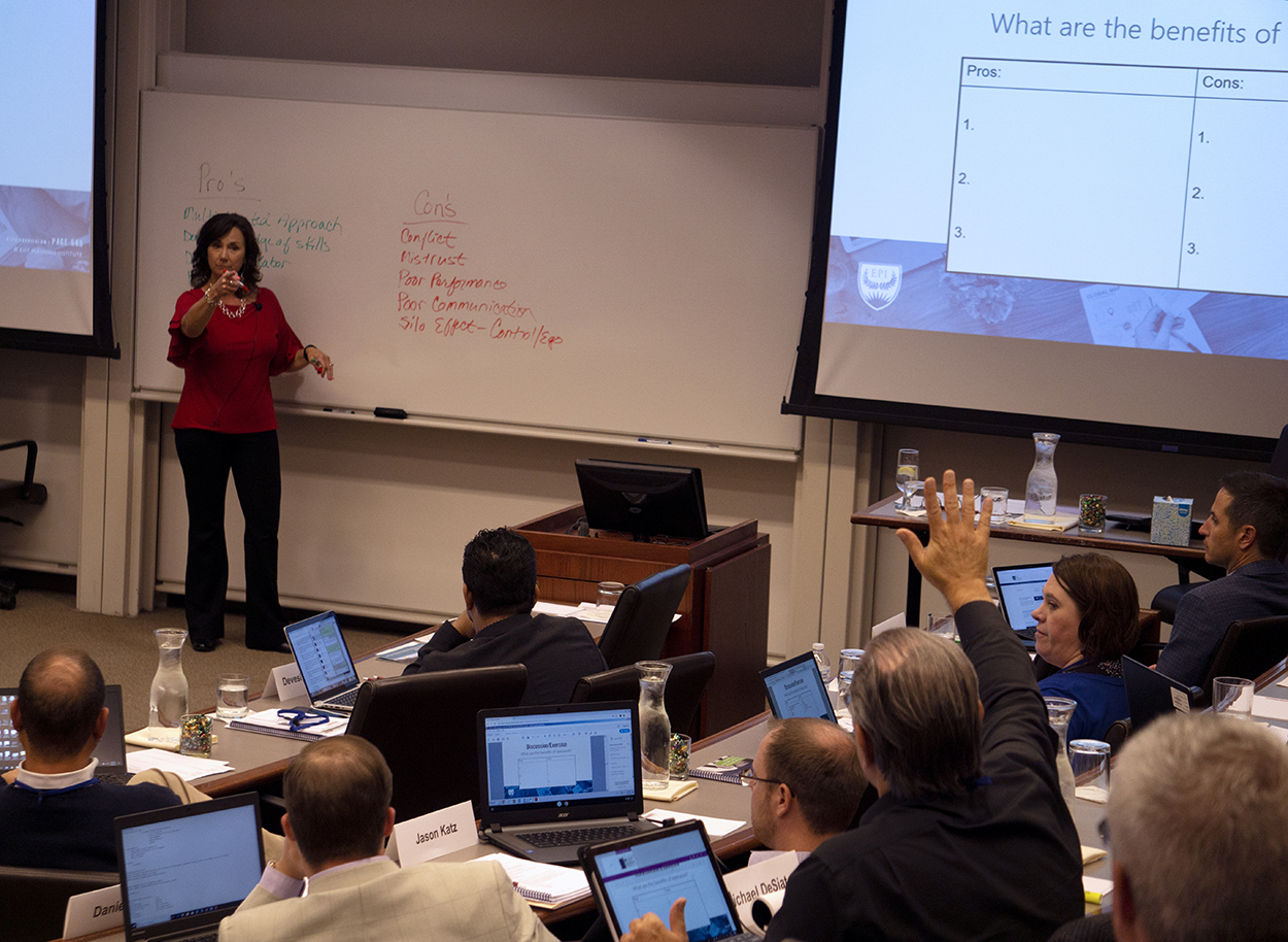 Julie Keyes at Chicago CEPA point to the audience in a session